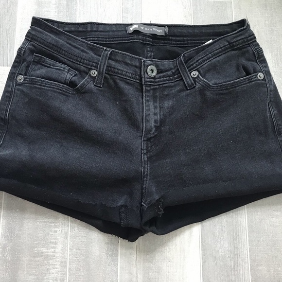 Levi's Pants - Black Levi shorts!